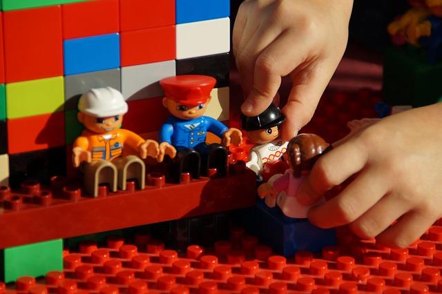 Hvad leger børn i vuggestue- og børnehavealderen?